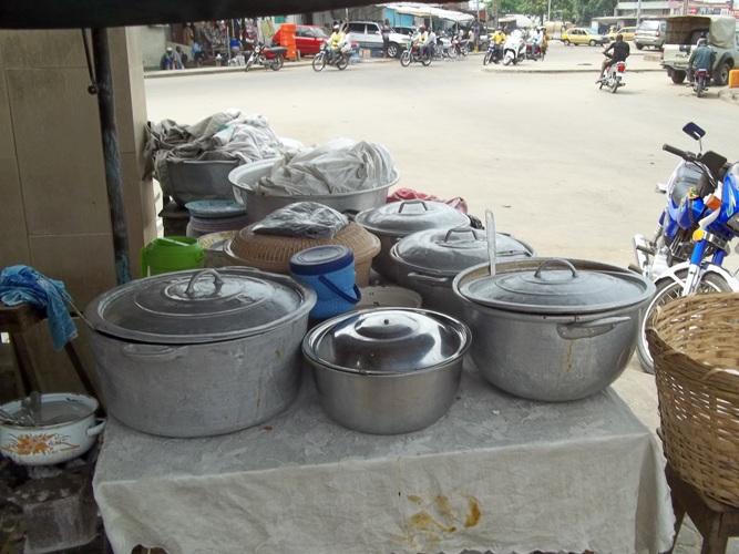 Bénin : les mini-restos ont la cote, mais ils sont illégaux