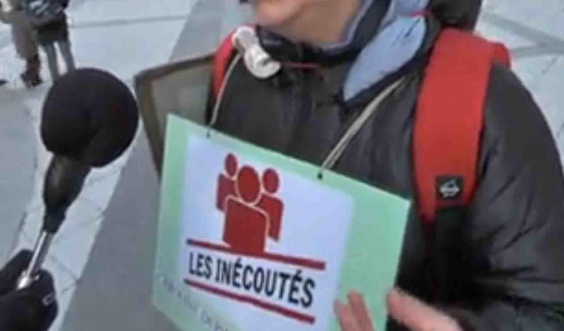 Interrogée par Chambéry Evénements, Caroline Depierre porte le logo de la rubrique de notre journal autour du cou.